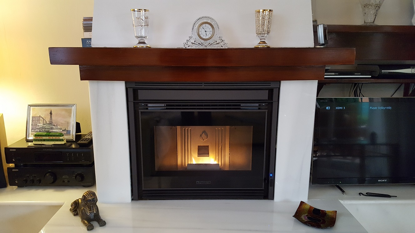 Pellet stove insert piazzetta ip68 49 7 3kw real estufas - Chimeneas orus ...